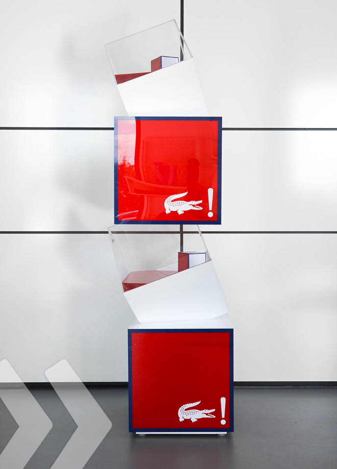 Lacoste Bodendisplay front