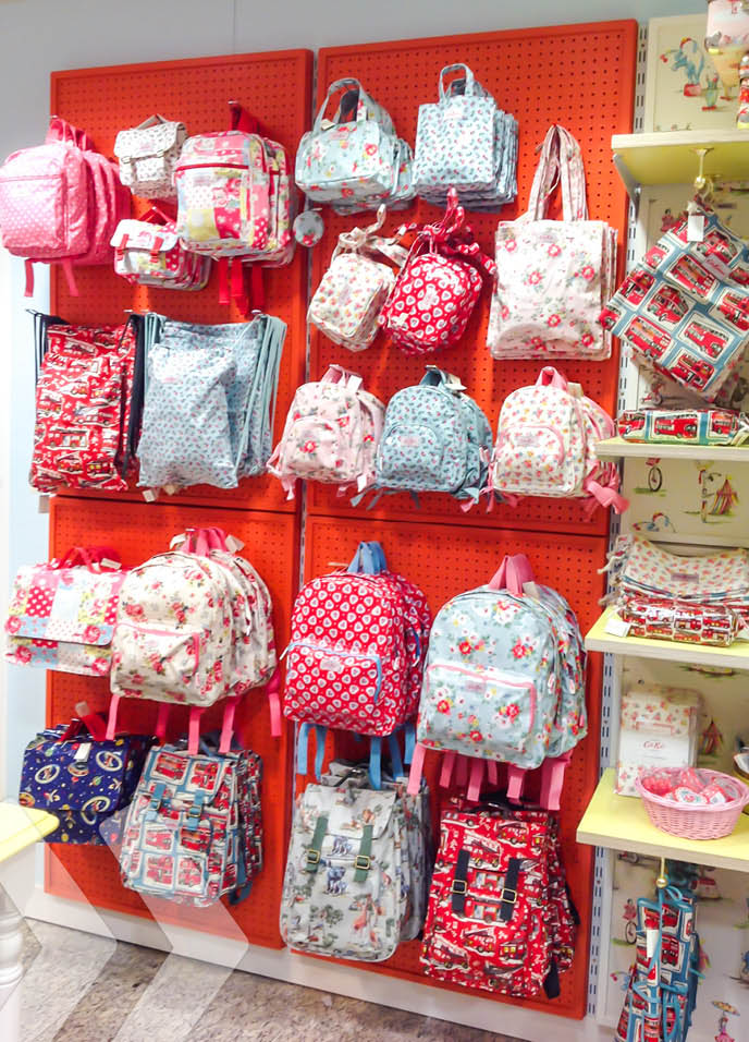 Cath Kidston - Shop in Shop Wand mit Lochblech