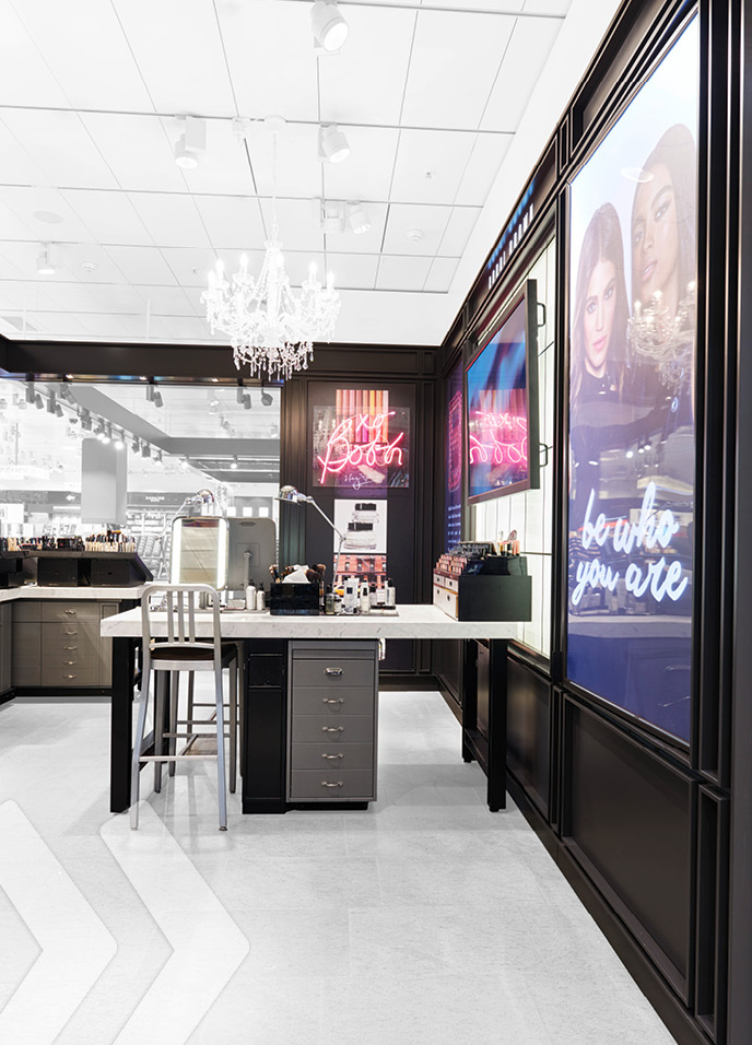 Bobbi Brown Shop in Shop 10
